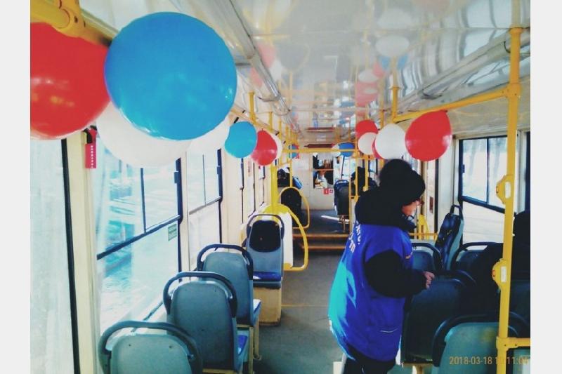 В Смоленске в день выборов президента РФ украсили общественный транспорт