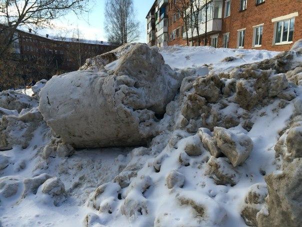 Глава Смоленска призвал предпринимателей убирать снег возле магазинов
