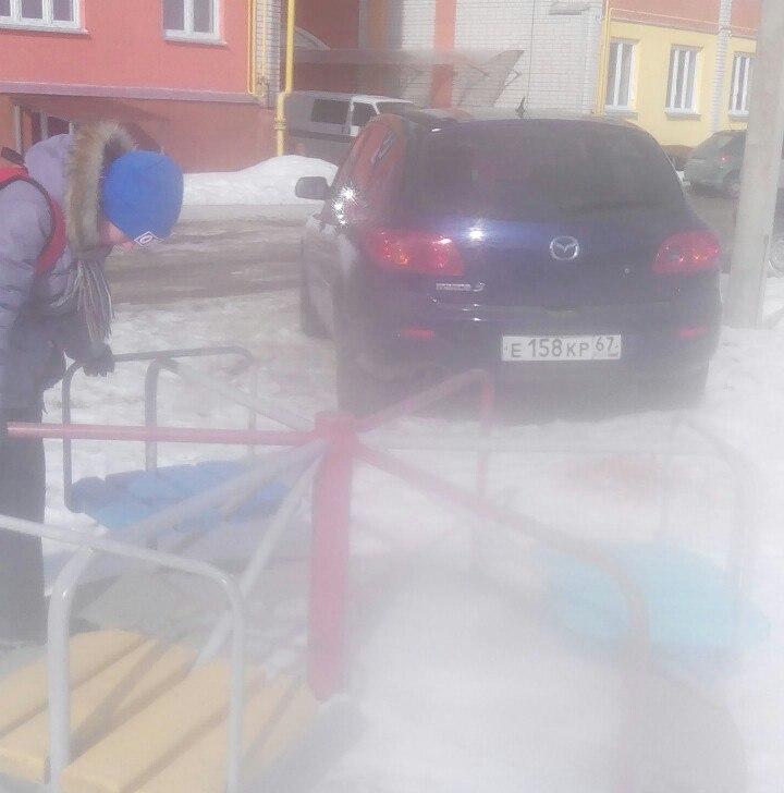 В Смоленске автомобилист заставил детей подвинуться