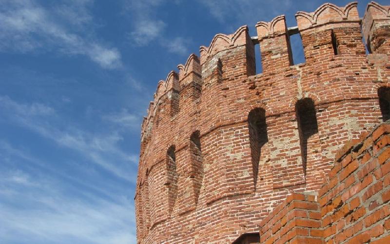 В Смоленске ребенок упал с крепостной стены