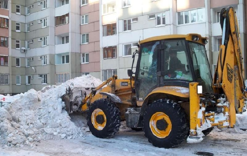 Сколько техники убирает снег в Смоленске