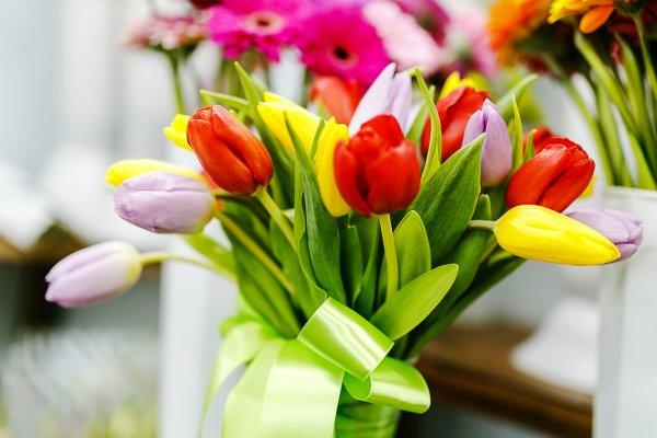 Волонтеры поздравят смолянок с 8 марта