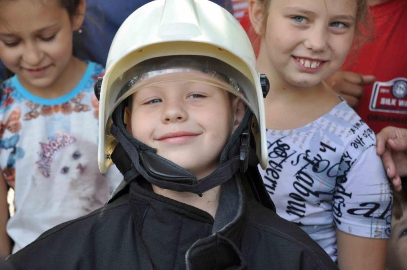 В Смоленске спасатели встанут на коньки и угостят всех «пожарным» чаем