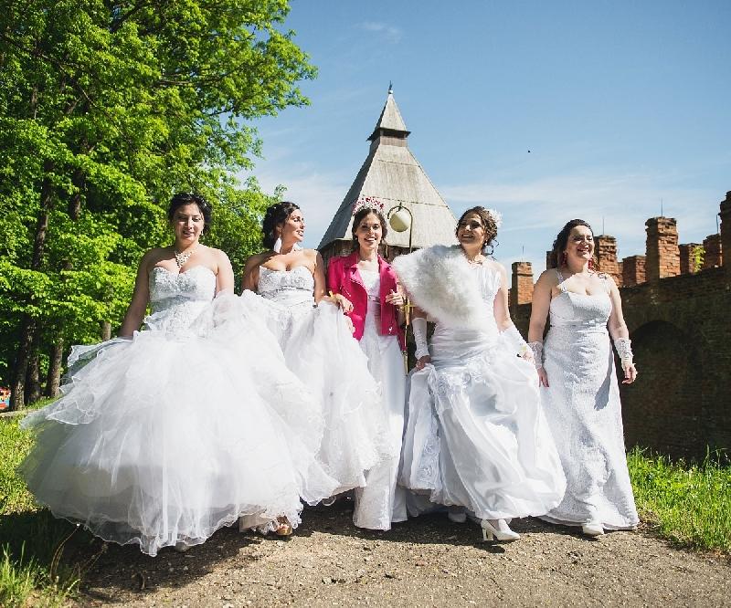 Смоленские невесты сбегут на шикарных авто