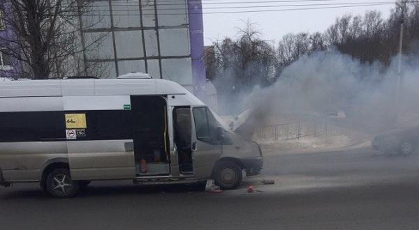 В мэрии Смоленска прокомментировали возгорание маршрутки