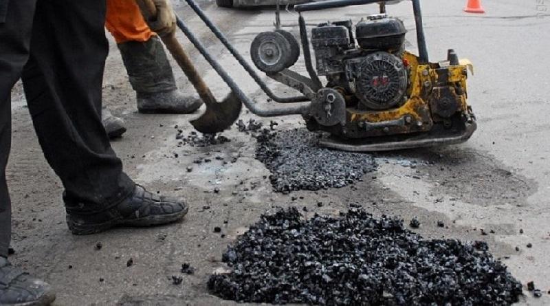 Районная администрация в Смоленской области решила не оплачивать ямочный ремонт