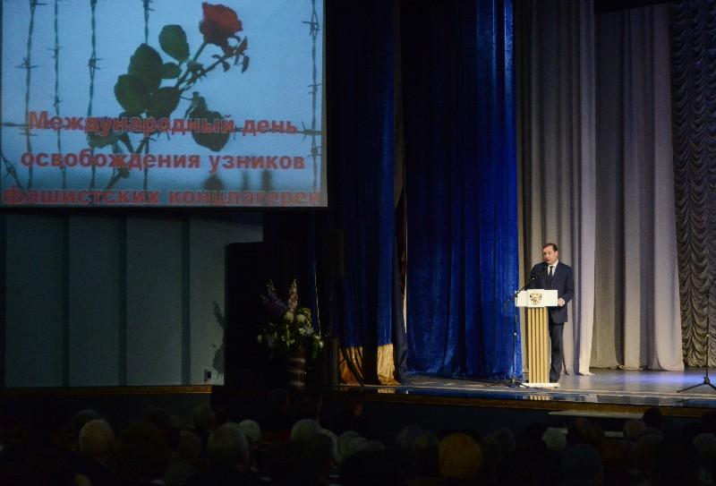 Губернатор Алексей Островский принял участие в торжественном собрании, посвященном Международному дню освобождения узников фашистских концлагерей