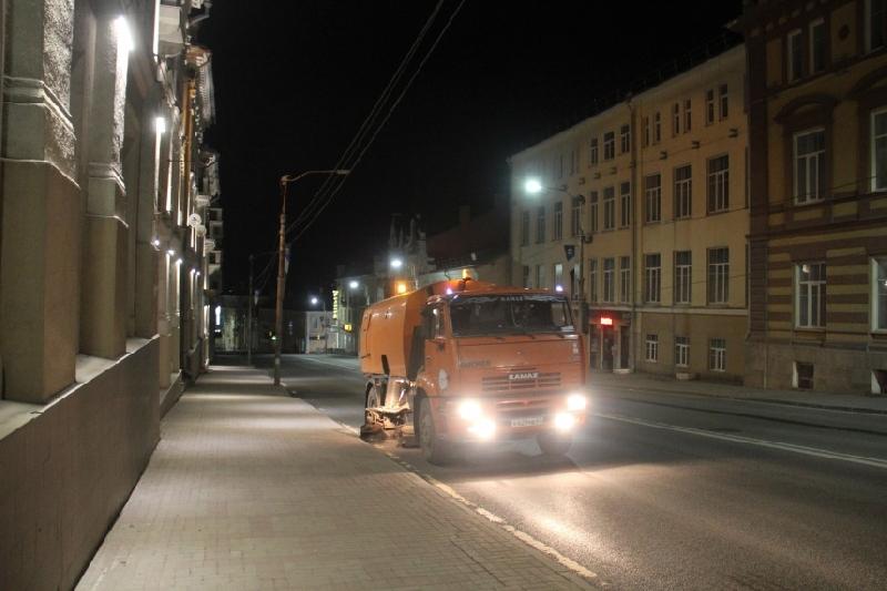 Уборка улиц Смоленска ведется в круглосуточном режиме