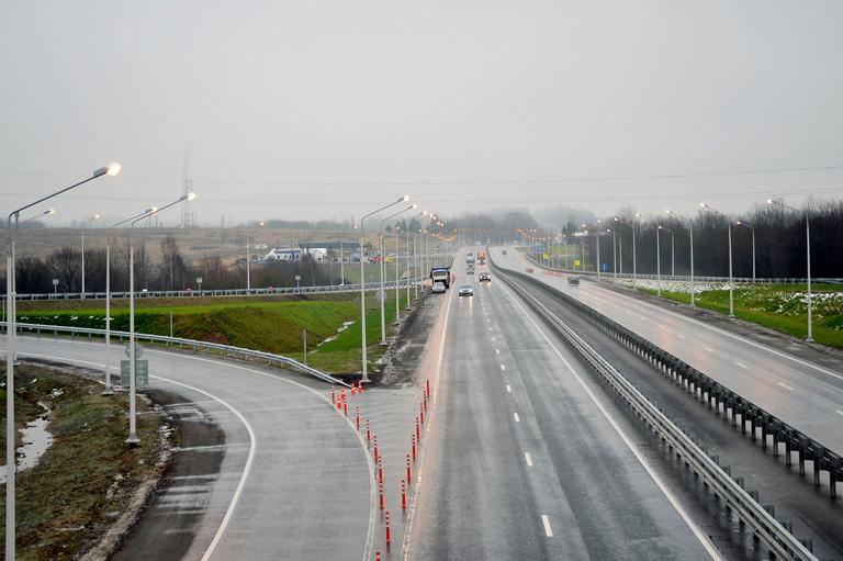 Километр первой в России частной трассы, которая пройдет через Смоленскую область, оценивается более чем в 300 млн рублей