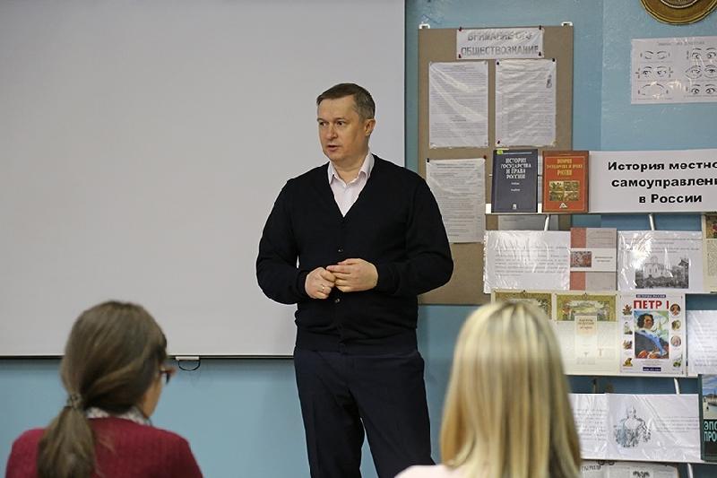 Глава Смоленска провел урок в школе №37