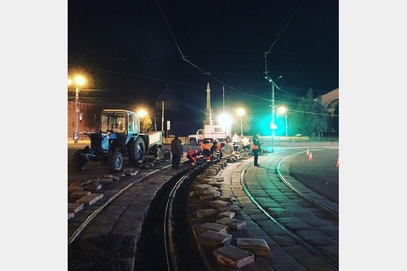 В центре Смоленска меняют трамвайные пути