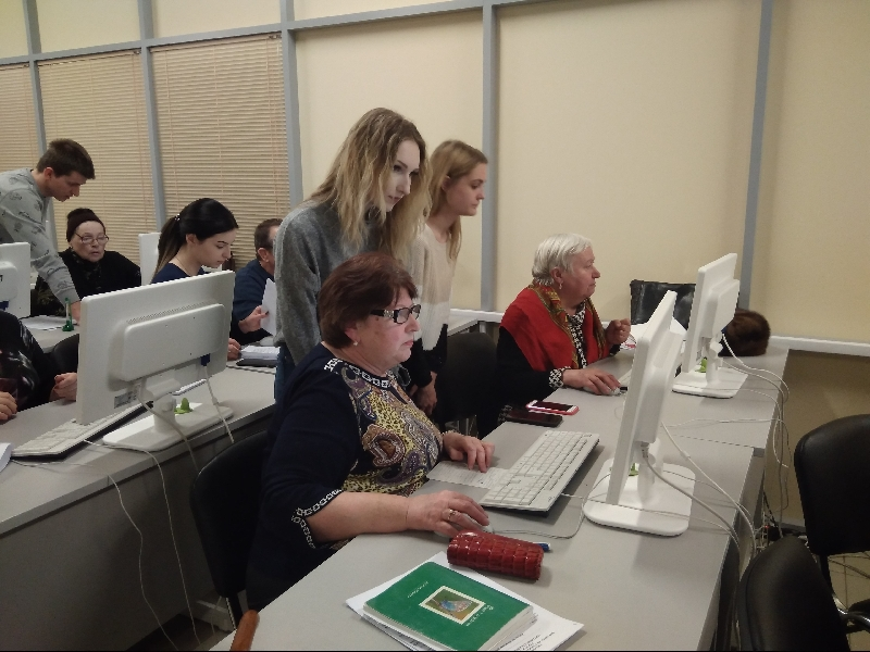 Смоленские пенсионеры прошли обучение на курсах компьютерной грамотности