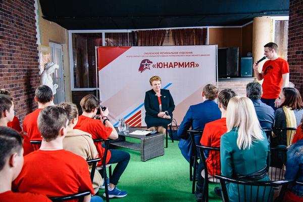 Ольга Окунева встретилась с юнармейцами Смоленщины