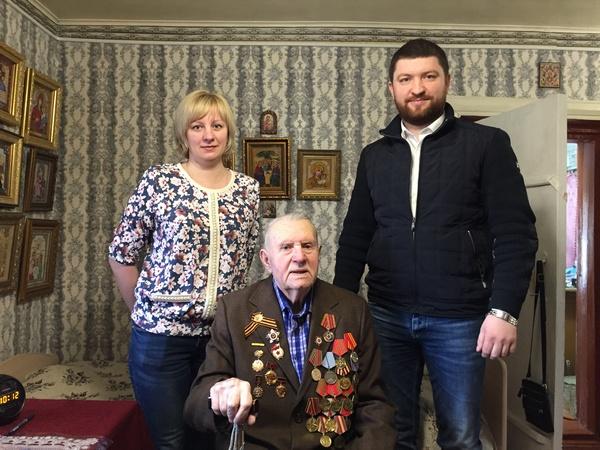 Единороссы поздравили ветерана Великой Отечественной войны