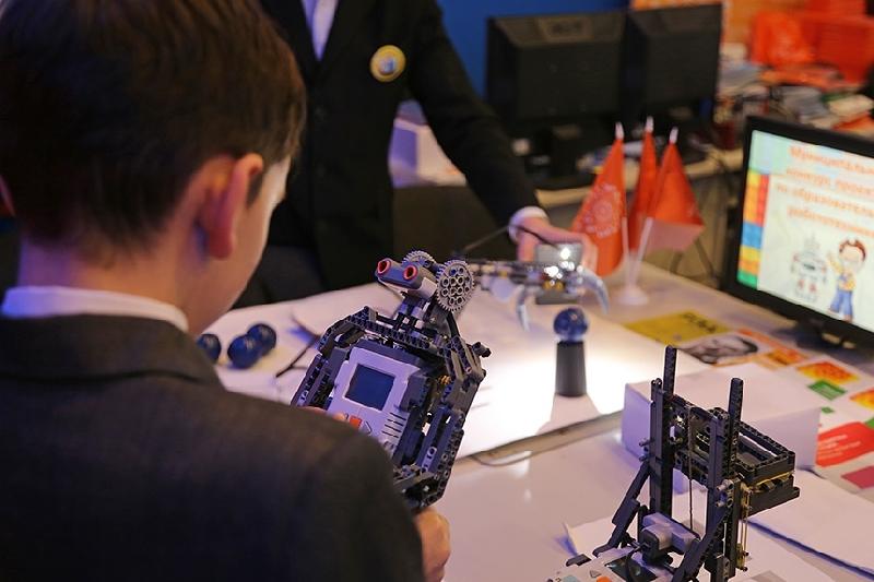 В Смоленске школьники представили своих роботов