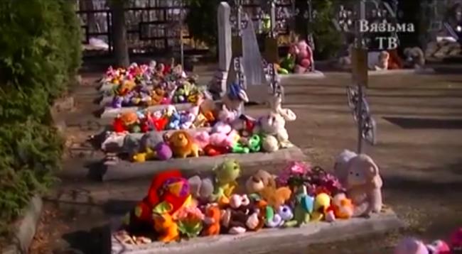 Куда в Смоленской области перенесли игрушки в память о погибших в Кемерово