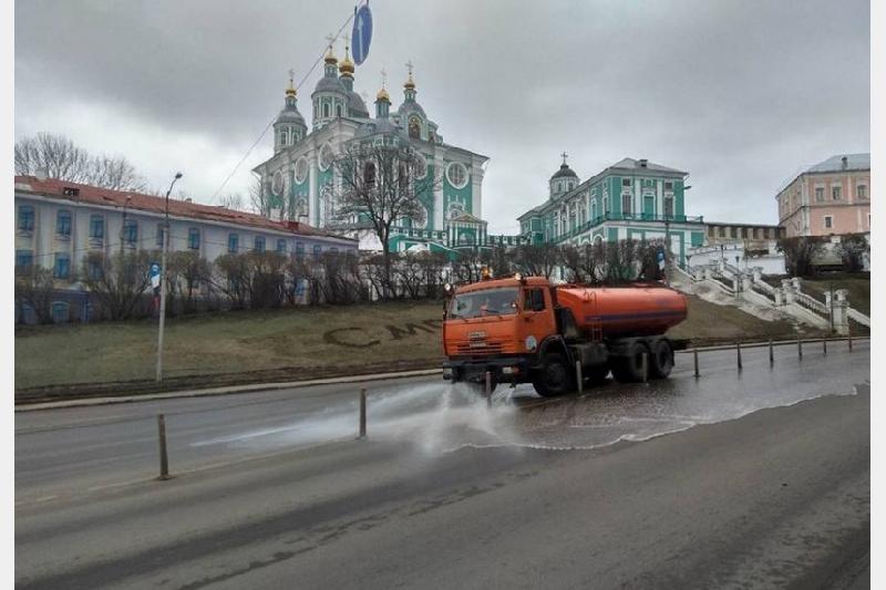 В Смоленске проходит комплексная весенняя уборка города