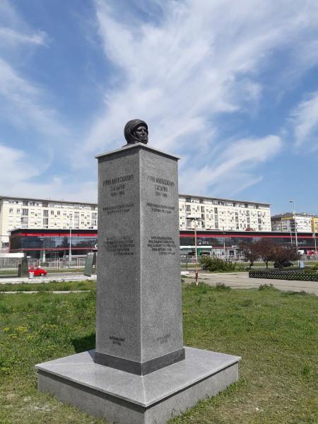 В сети обсуждают бюст Юрия Гагарина, установленный в Белграде