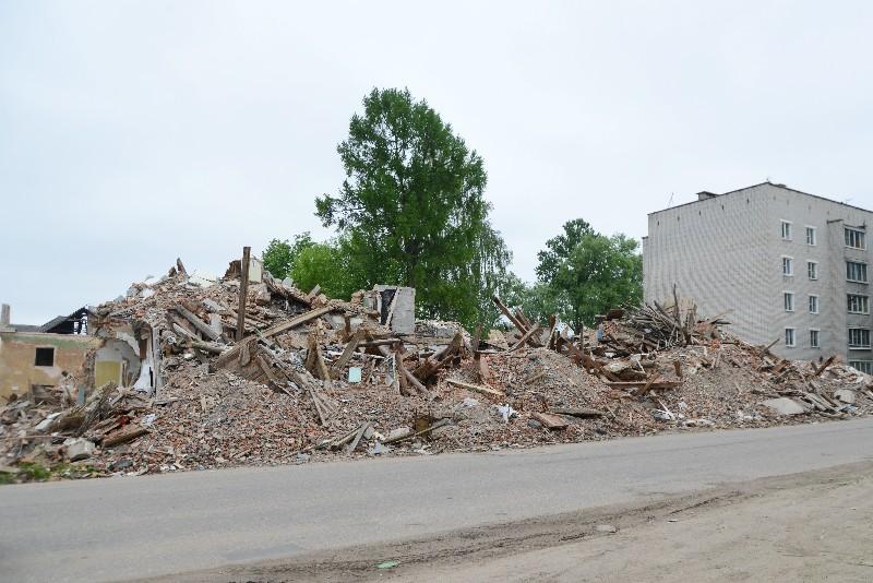 В райцентре Смоленской области в течение месяца уберут строительный мусор