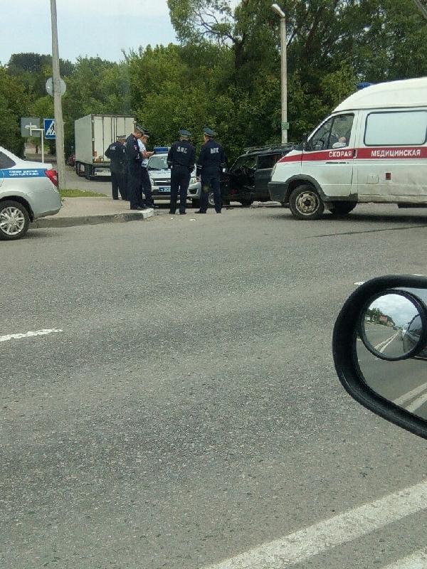 В Смоленске возле заправки произошло ДТП с полицейскими, есть пострадавшие