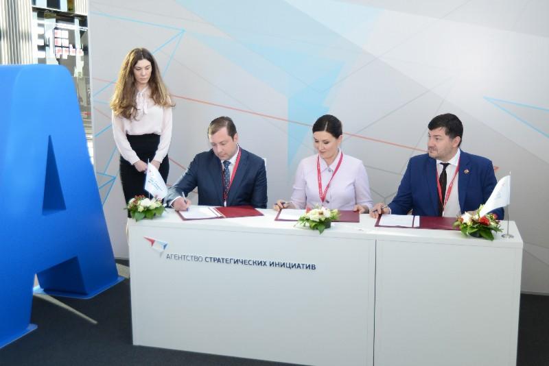 Губернатор Алексей Островский подписал трехстороннее соглашение о сотрудничестве