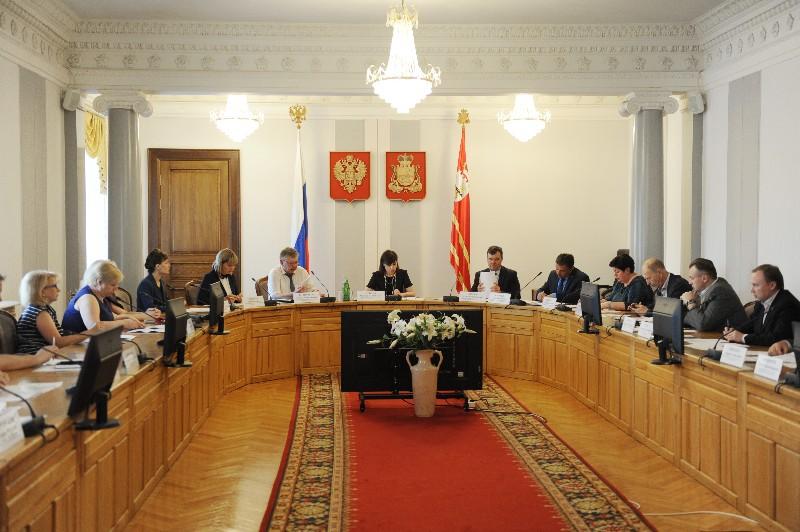 В администрации Смоленской области обсудили подготовку рабочих кадров для приоритетных отраслей экономики