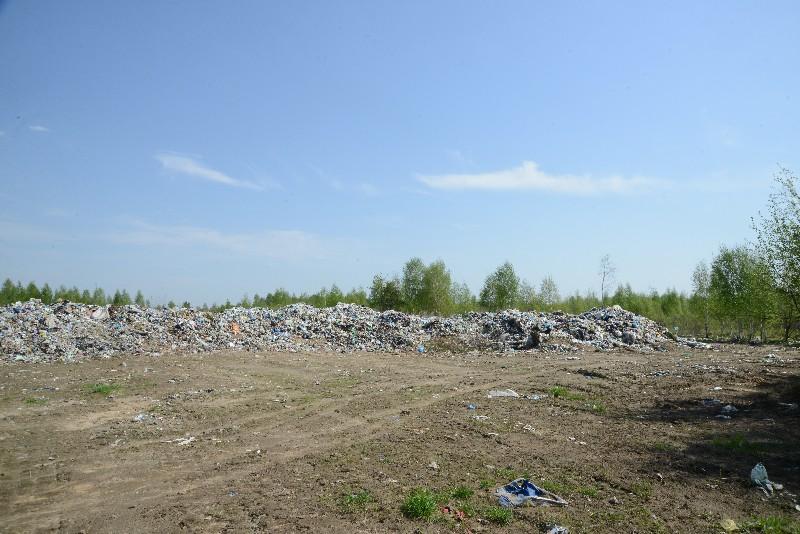 Губернатор потребовал ликвидировать несанкционированную свалку в Рославльском районе