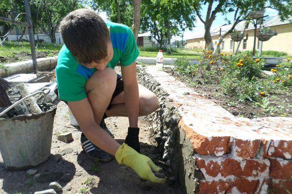В Смоленской области проходит кампания по летнему трудоустройству несовершеннолетних