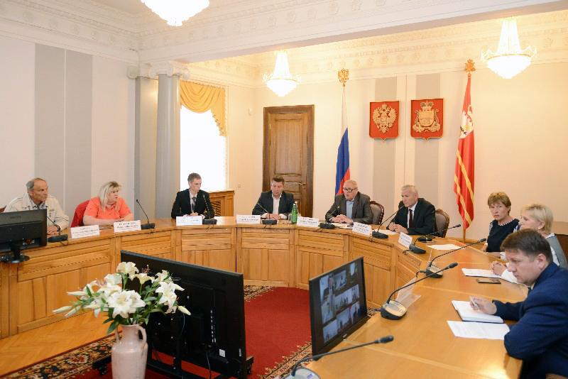 В администрации Смоленской области прошло оперативное совещание в связи с произошедшей трагедией в городе Сафоново