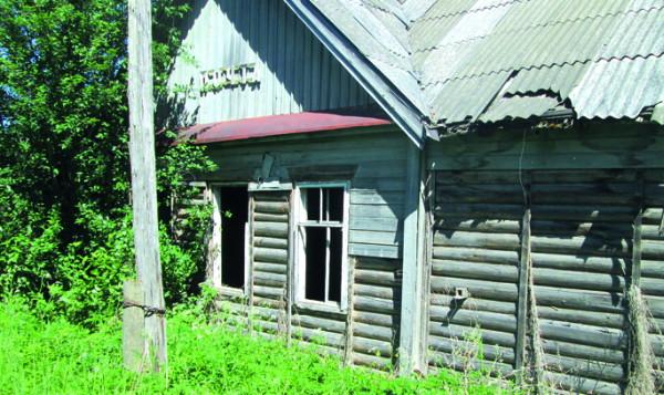 Смоленское Поозерье: кому сносить заброшенные дома?