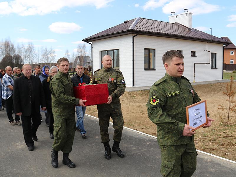 Поисковики в Смоленской области подняли останки более тысячи бойцов