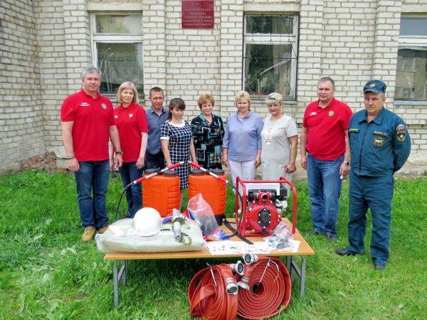41 смоленская семья и 11 добровольных пожарных команд бесплатно получили пожарное оборудование