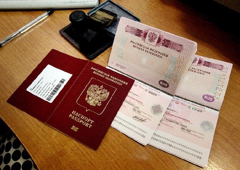Госдума приняла закон об увеличении пошлины за водительские удостоверения и загранпаспорта