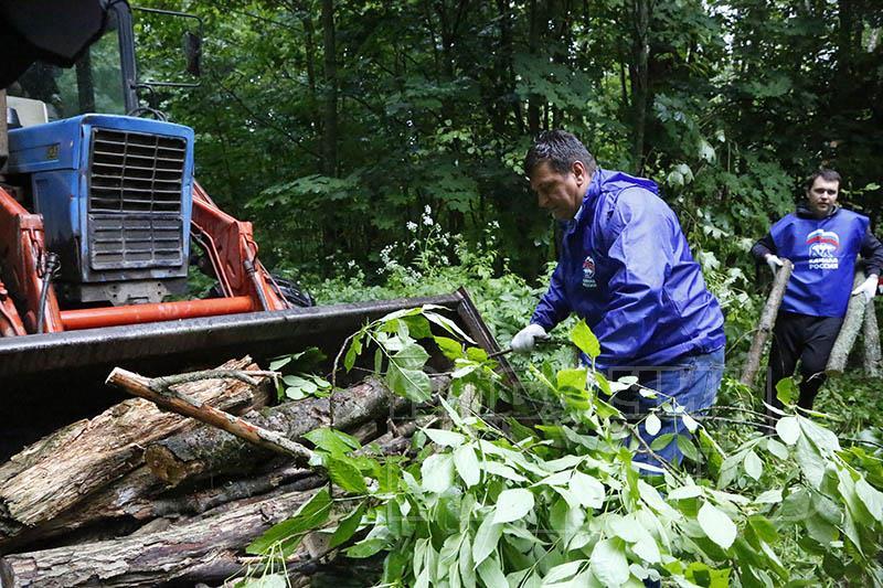 В Смоленске в Реадовском парке очистили «тропу здоровья»