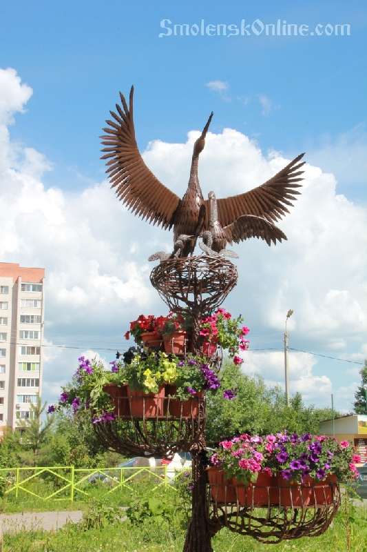 В Смоленске установили металлического аиста