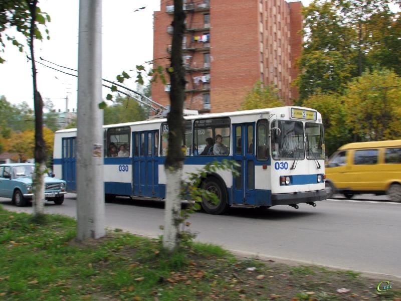 В Смоленске из-за сломавшейся фуры остановились троллейбусы