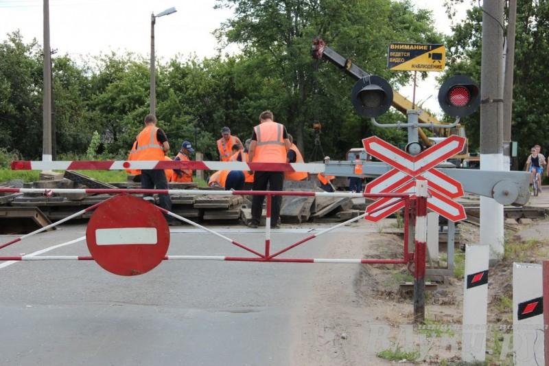 В Смоленске ночью заменили трамвайные рельсы на улице Рыленкова