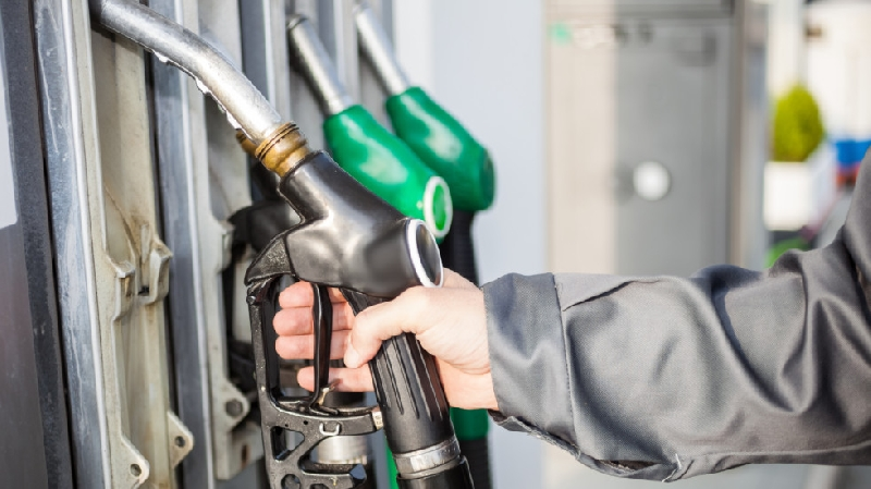 Владимир Путин объяснил причину роста цен на бензин