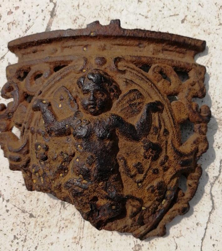 Смолянин передал в музей уникальный экспонат