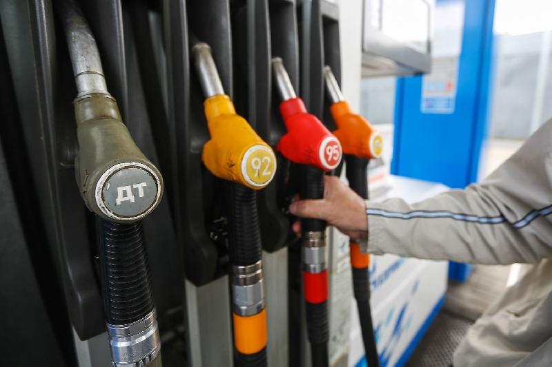 В правительстве исключили рост цен на бензин до 100 рублей за литр