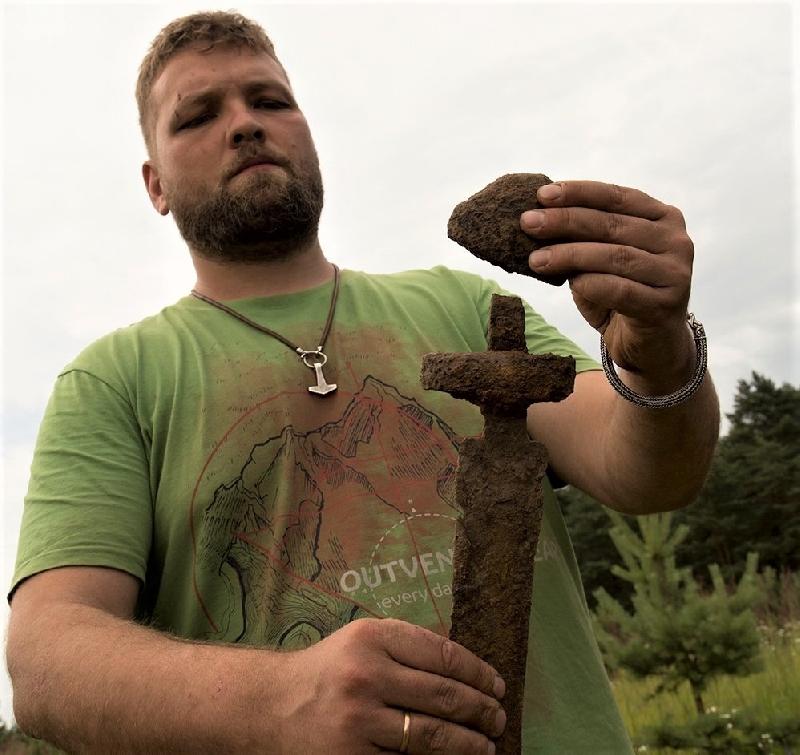 Меч эпохи раннего средневековья найден при раскопках в Гнёздово