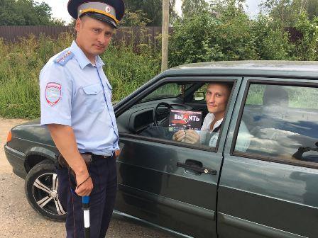 «Выпить или выжить». Сотрудники ГИБДД провели акцию в Смоленской области