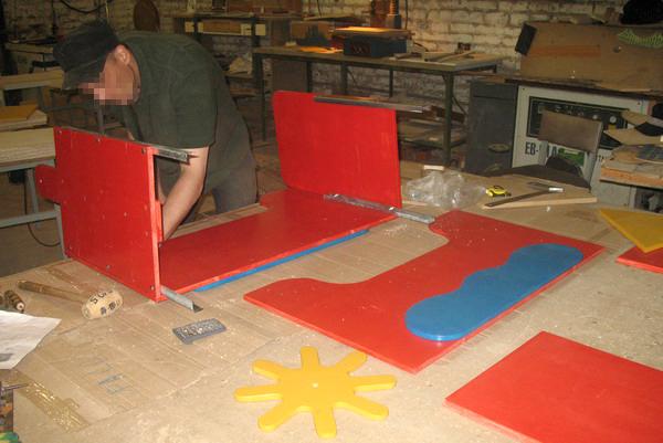 В смоленской колонии начали производить игровое оборудование для детских площадок
