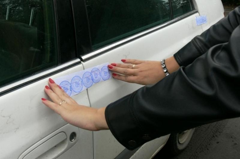 Смоленские приставы лишили должников телефона и авто