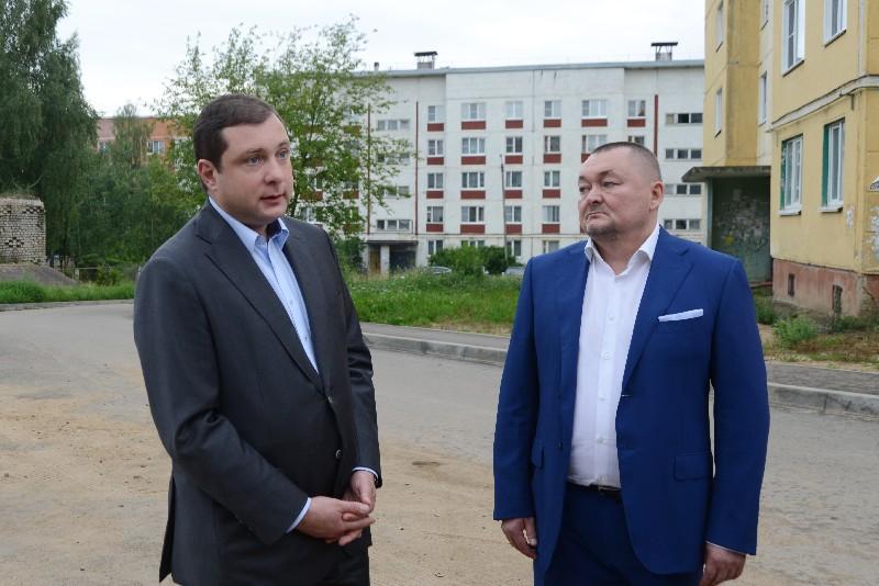Губернатор проинспектировал проблемные объекты Дорогобужа