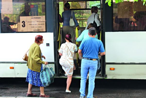О недействующем расписании, странном интервале движения и переполненных смоленских автобусах