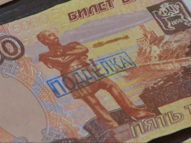В полиции рассказали, где в Смоленской области чаще всего сбывают фальшивые купюры