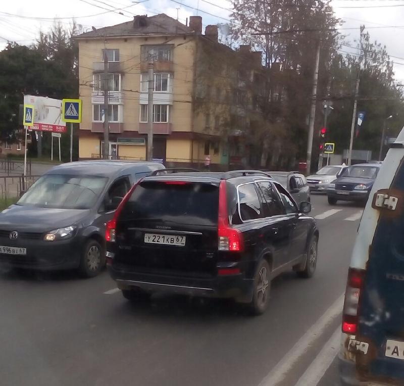 В Смоленске водитель проехал по «встречке»