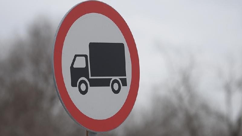 На трассах в Смоленской области ограничат движение грузовиков