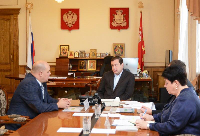 Губернатор Алексей Островский провел совещание по вопросу строительства нового тепличного комплекса